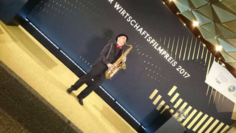 saxophonist spielt beim bundeswirtschaftsfilmpreis berlin