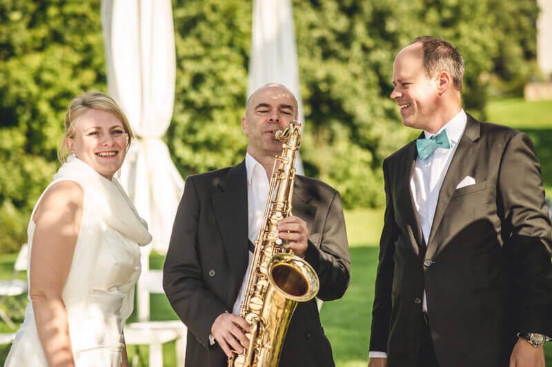 saxophonist spielt auf hochzeit in berlin