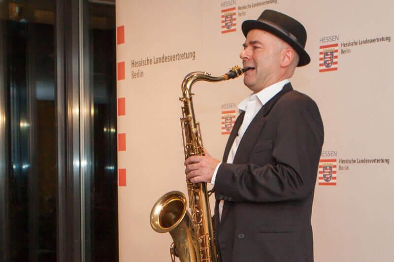 Saxophonist spielt in Landesvertretung Hessen Berlin